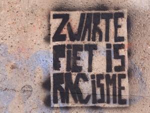 Zwarte Piet is racisme -sapluunagraffiti