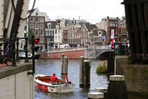 Nostosilta lähellä Amsterdamin keskustaa